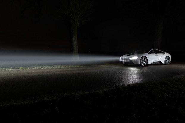 BMW будет использовать органические светодиоды