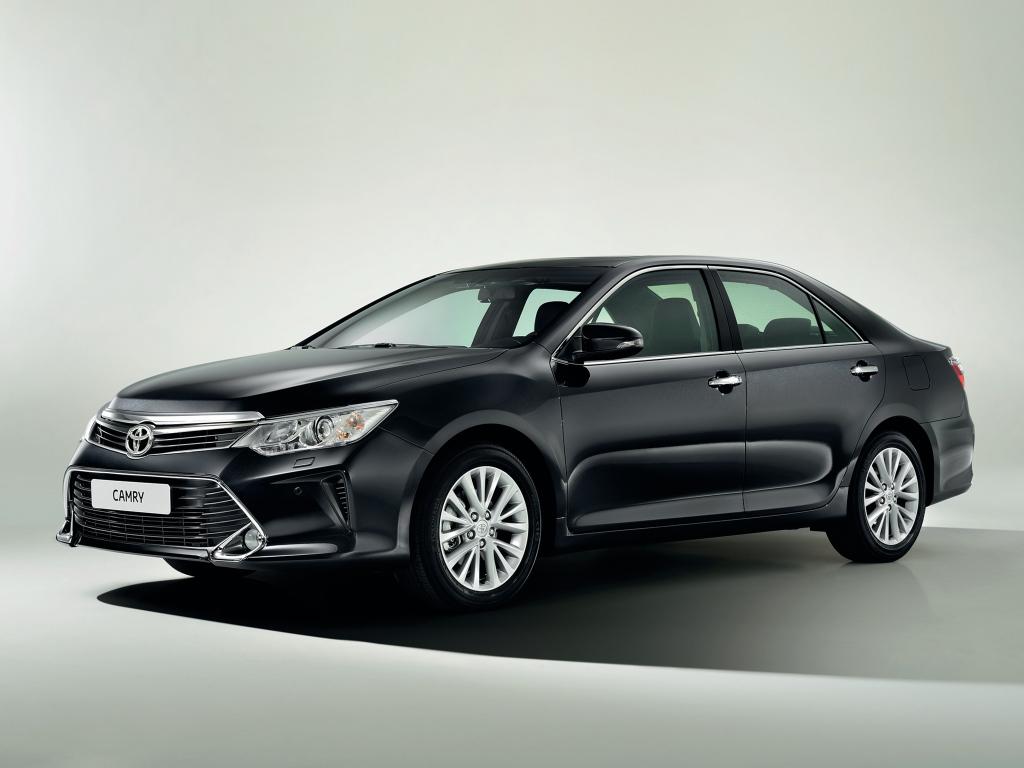 Обновленная Toyota Camry: от 998 тысяч рублей за «базу»