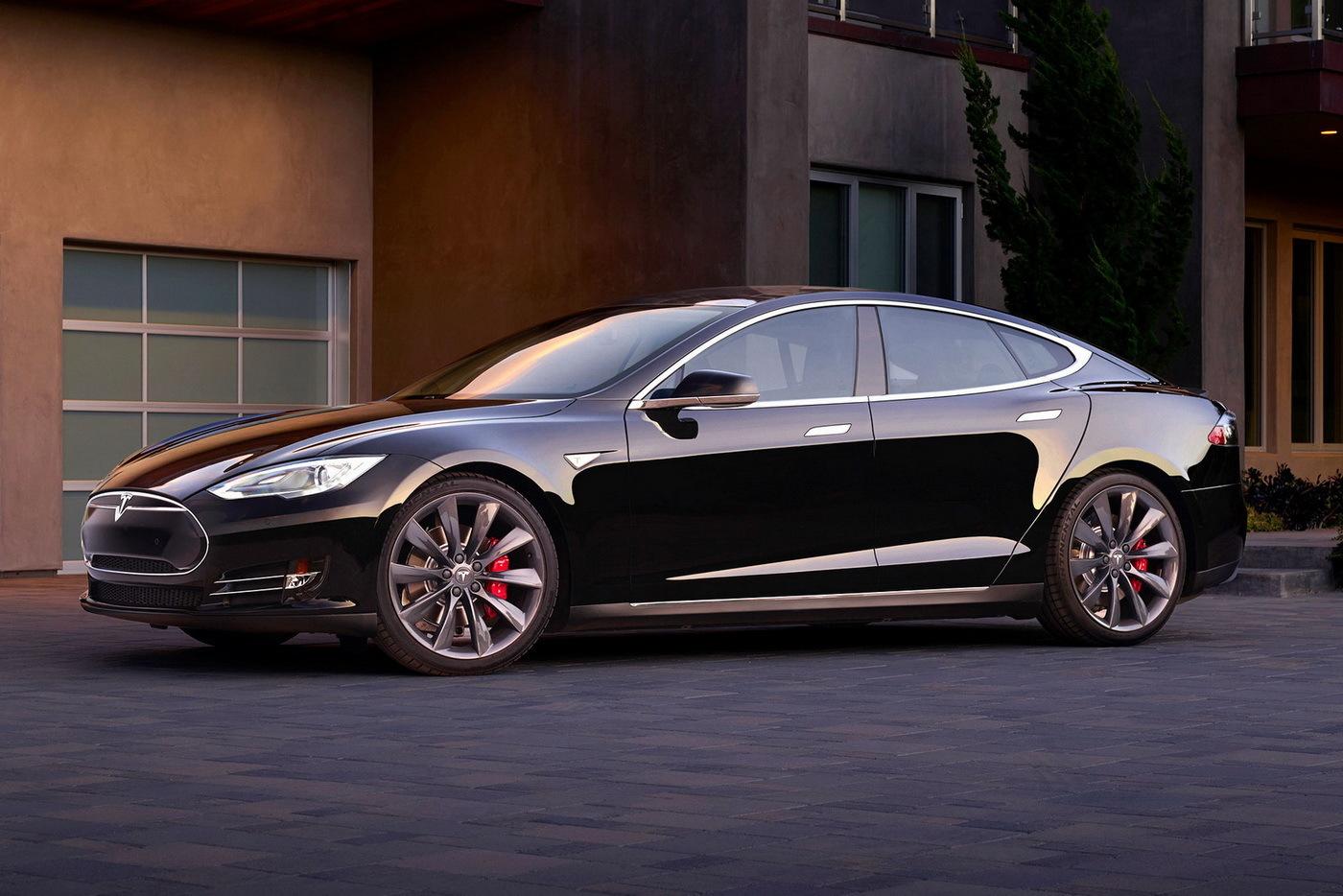 Новая базовая версия Tesla Model S получила полный привод