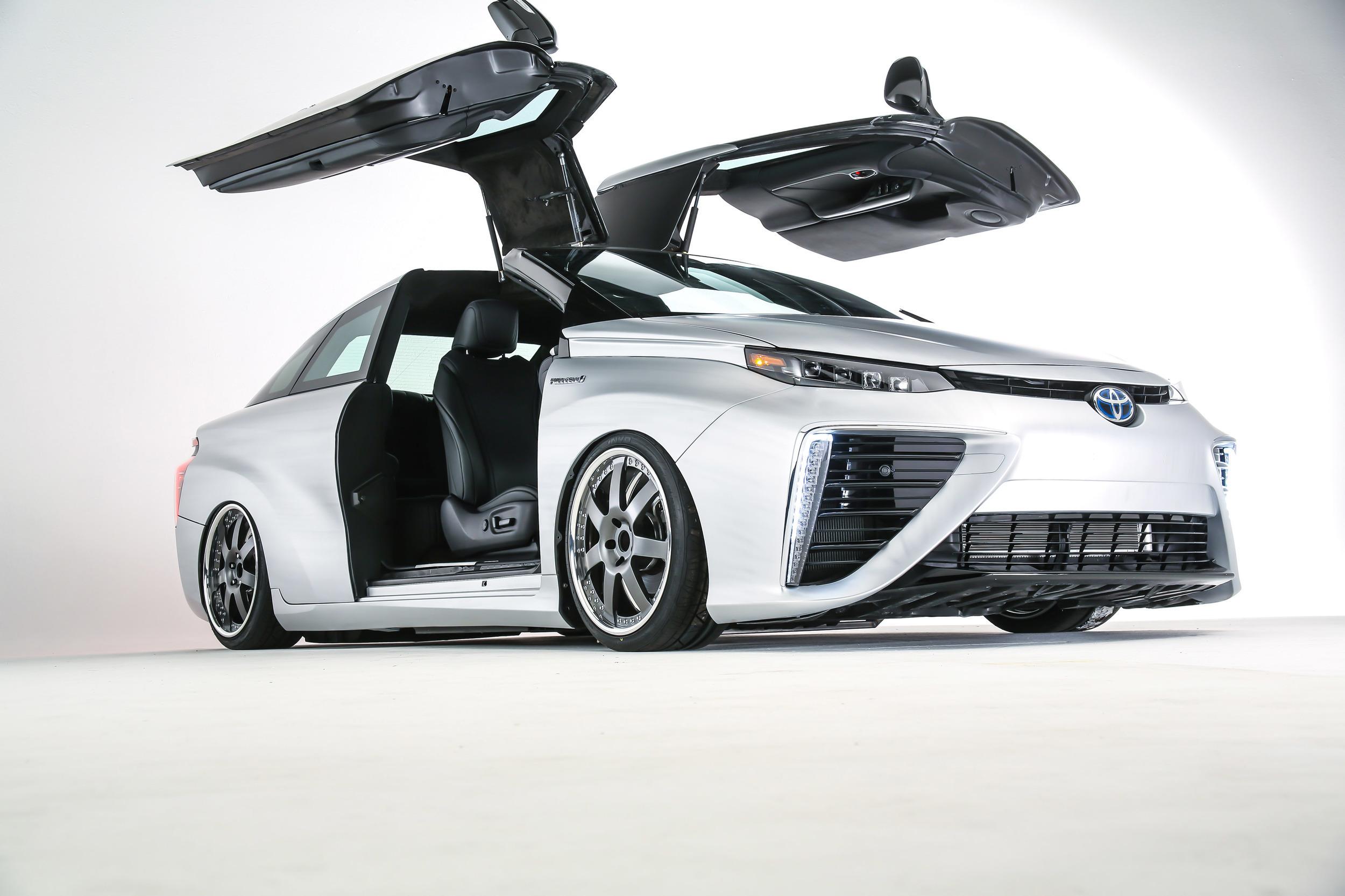 Toyota построила из водородомобиля Mirai машину времени