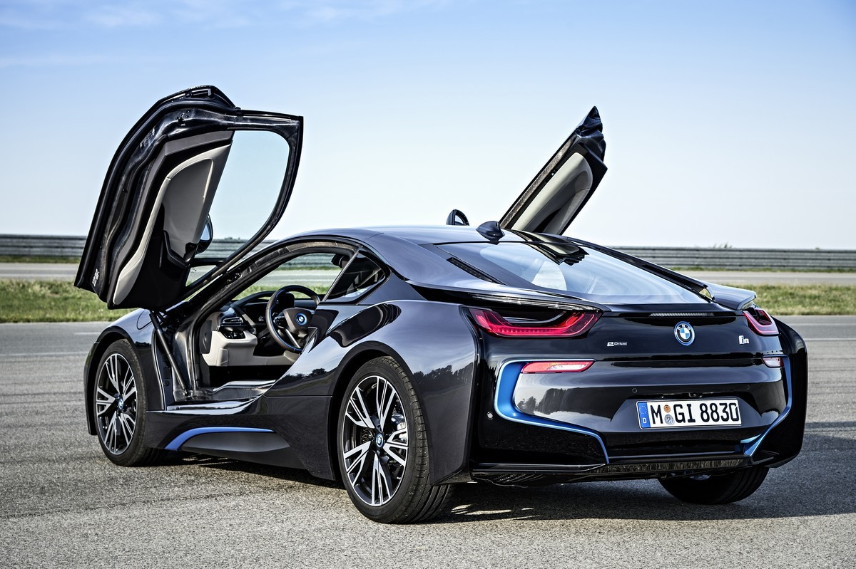 Производство гибридного спорт-кара BMW i8 начнется в апреле